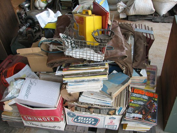 1023: MISC. PALLET OF MAGAZINES, CAST IRON OIL LAMP HOL