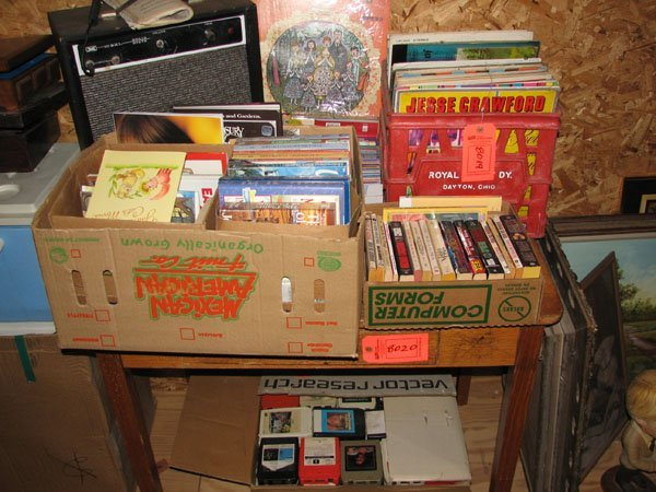8019: CONTENTS OF TOP OF TABLE, RECORDS, GUITAR AMP, AN