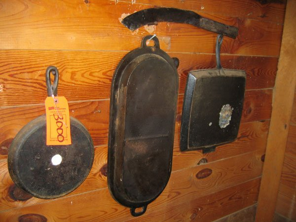3000: 4 PC SET OF CAST IRON BAKE WARE INCLUDING: ROUND