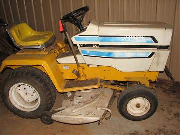 7031: INTERNATIONAL CUB CADET, 1000 SERIES RIDING LAWN