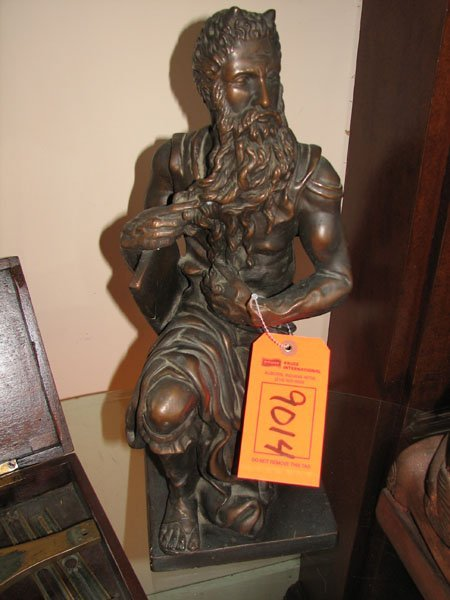 9014: CERAMIC CAT FIGURINE OF A MOSES PIECE, HOLDING TH