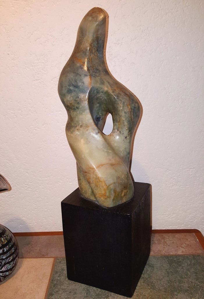 Leonardo Nierman (Green onyx sculpture)