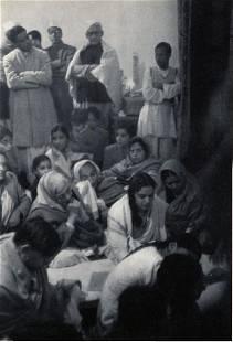 Cartier-Bresson - Devotees Mourning Ghandi, Delhi 1948