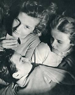 Fleischman, Trude - Sisters