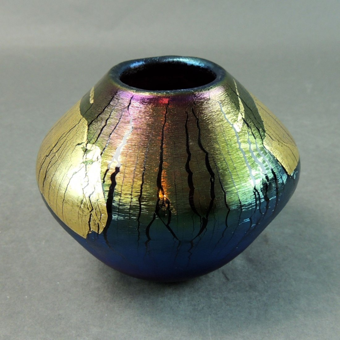 Robert Eickholt 1988 Iridescent Studio Art Glass Vase - 4