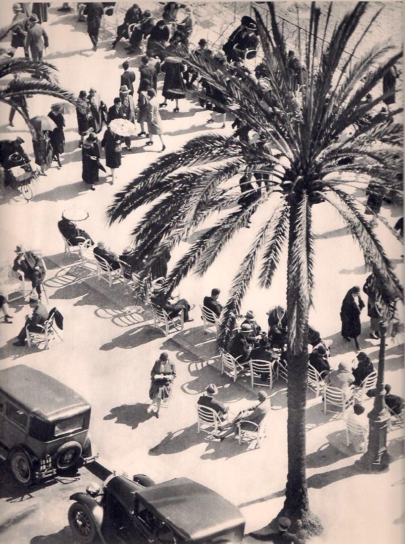 MARTIN MUNKACSI: Promenade
