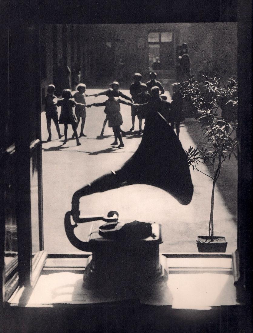 MARTIN MUNKACSI: Dancing to the Gramophone