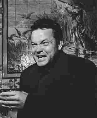 """ROBERT DOISNEAU - Orson Welles Au Cafe """"Les Chasseurs"""""""