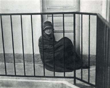 ANDRE KERTESZ - Miss Johnson, 1927 Paris