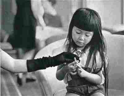 ANDRE KERTESZ - Hand Play, 1968 Tokyo