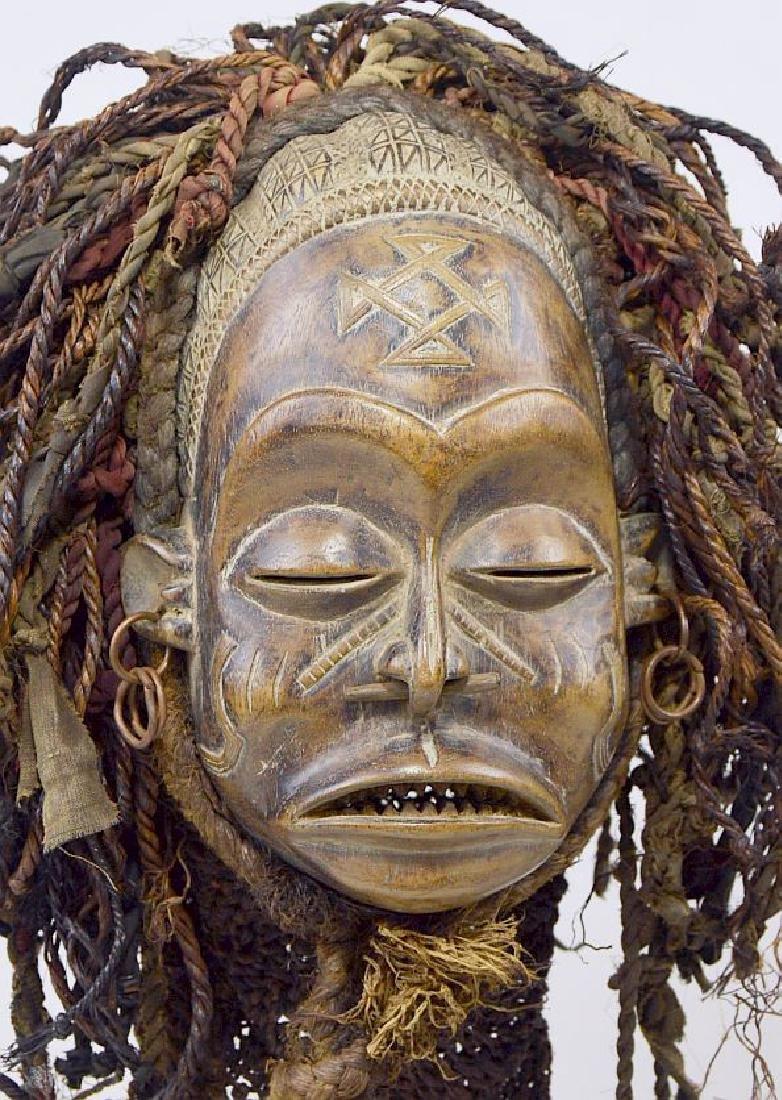 A Chokwe Pwo African mask - 2