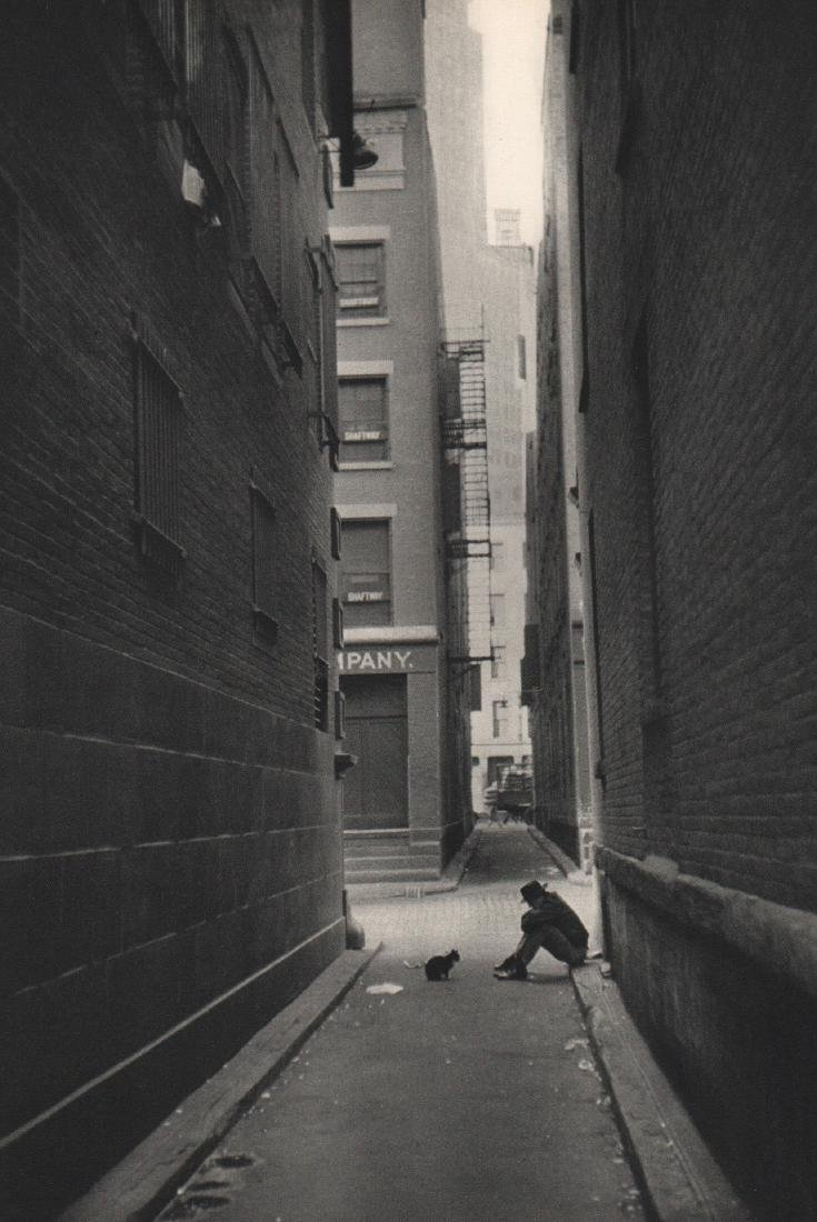 CARTIER-BRESSON - Solitude Downtown, New York 1947