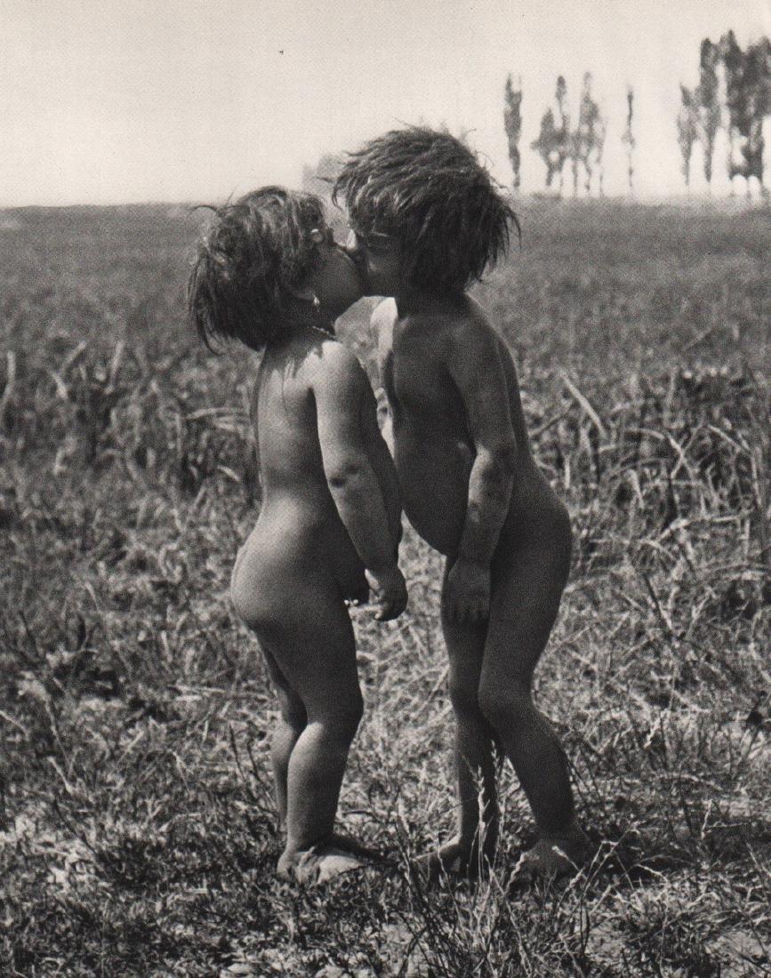 ANDRE KERTESZ - Gypsy Children, 1917 Esztergom, Hungary