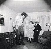 DIANE ARBUS - A Jewish Giant, NY 1970