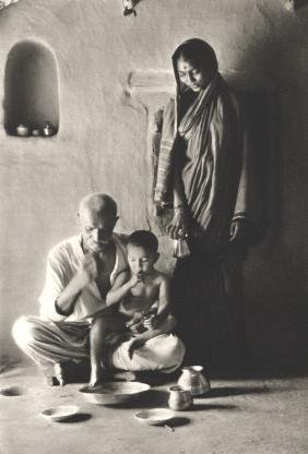 EDOUARD BOUBAT - Indian Family, 1962