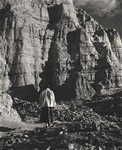 TODD WEBB - Georgia O'Keefe Walking, Ubiquiu 1955