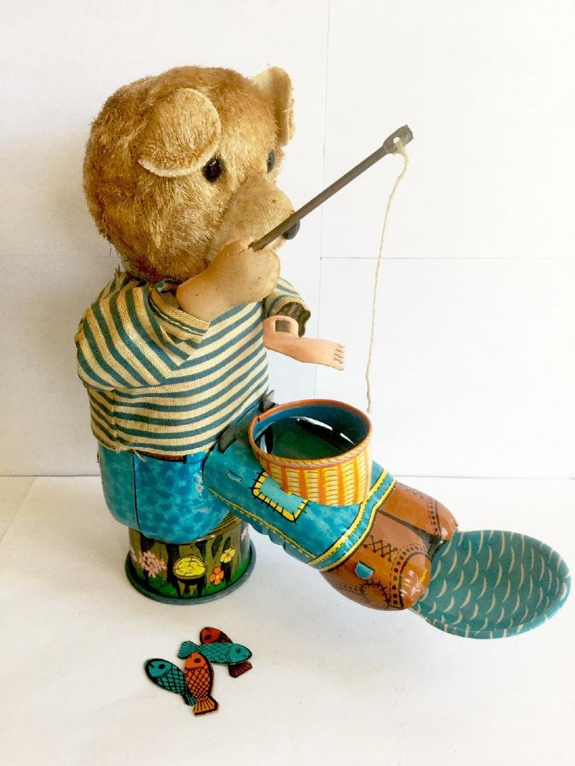 """""""FISHING"""" Bear Wind Up Toy"""