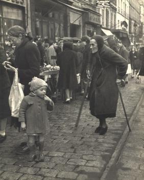 WILLY RONIS - Shopping, Rue de Menilmontant