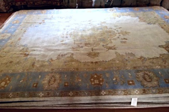 OUSHAK ORIENTAL HAND-KNOTTED RUG