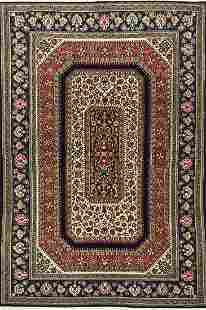 Fine Persian 100 Wool Pile Hand Woven Rug