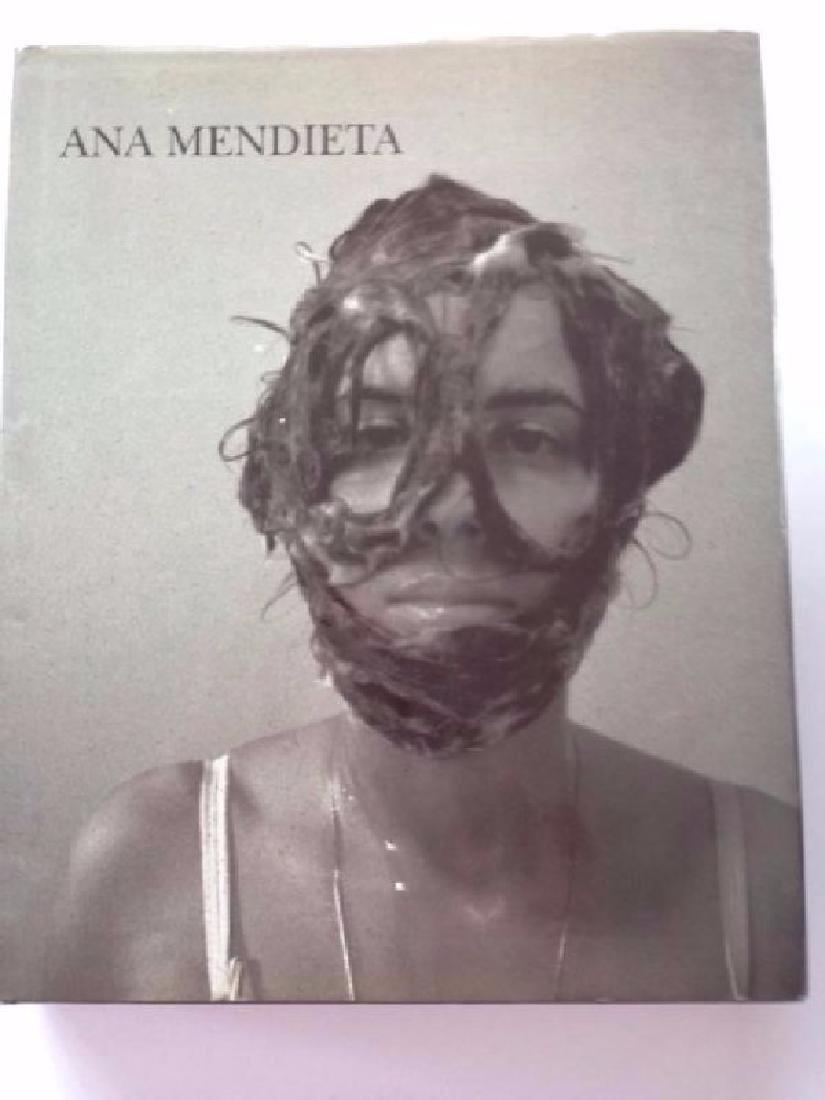 Gloria Moure. Ana Mendieta
