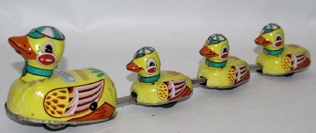 Retro Tin Windup Mama Duck & Baby Ducklings