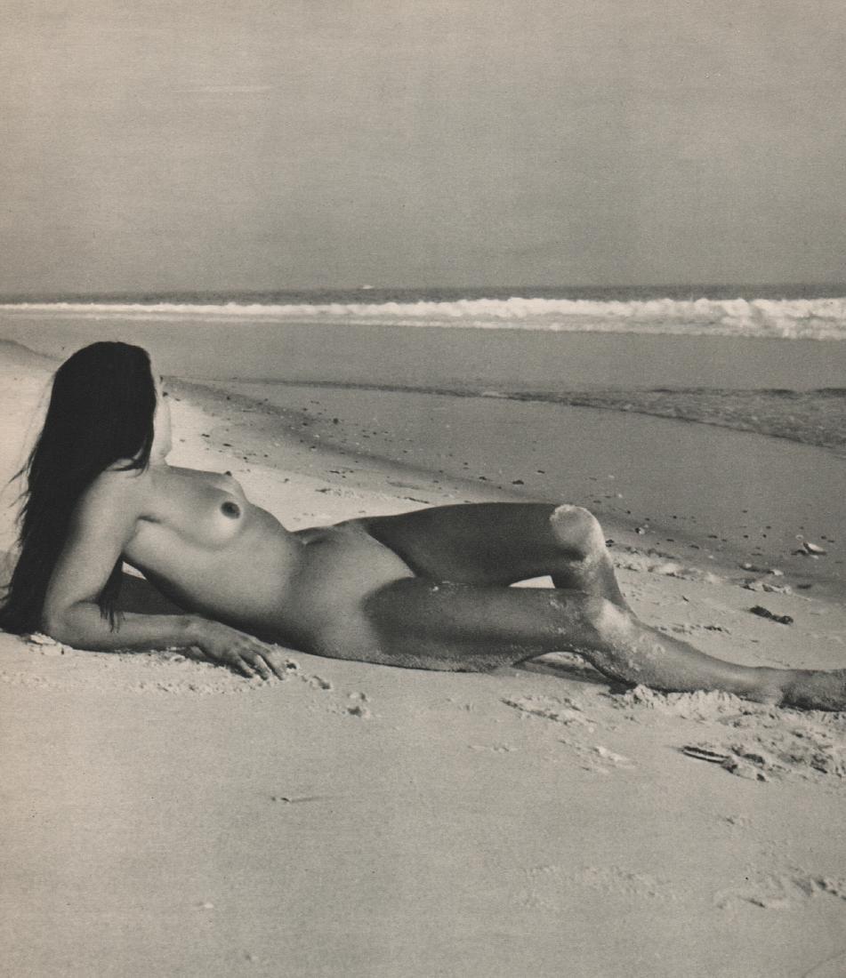 ANDRE DE DIENES - Nude on the beach