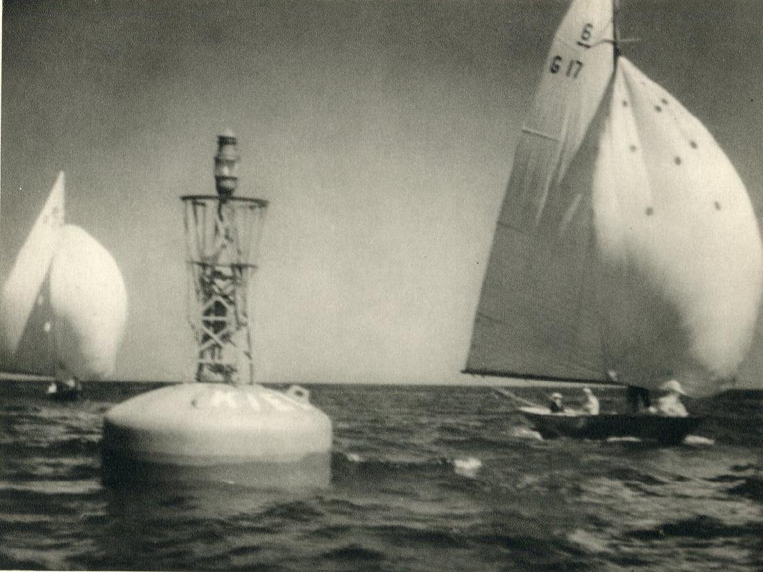 LENI RIEFENSTAHL - Rounding the light buoy