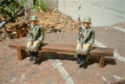LineolElastolin soldiers sitting on a bench