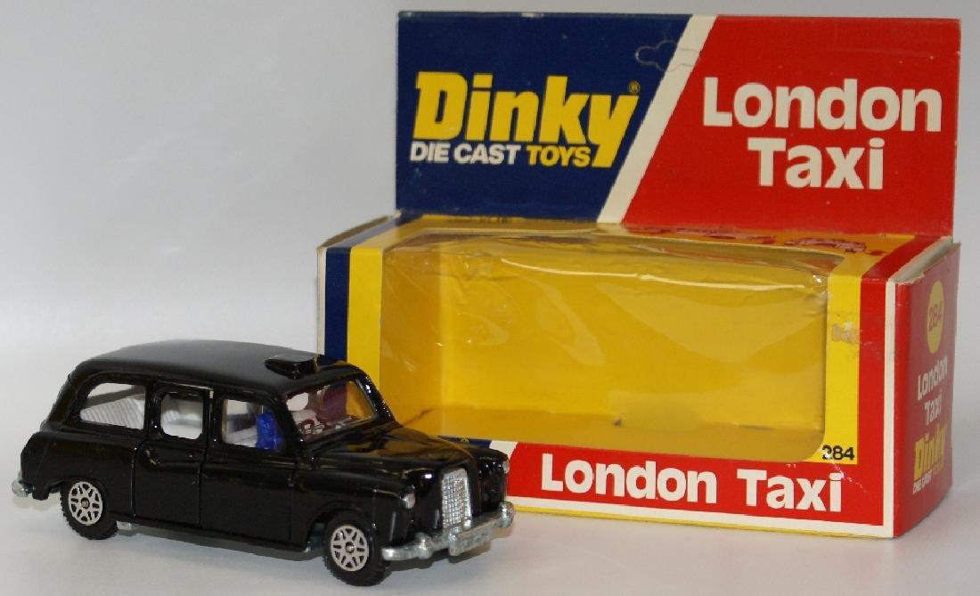 1977 DINKY #284 Diecast LONDON TAXI Austin Car & Driver - 2