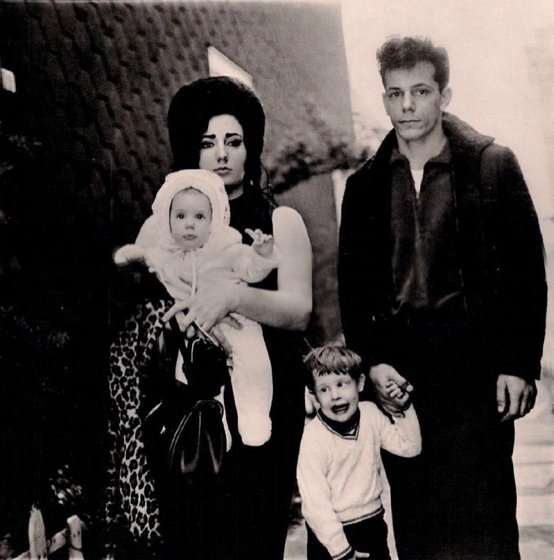 DIANE ARBUS - Brooklyn Family, 1966