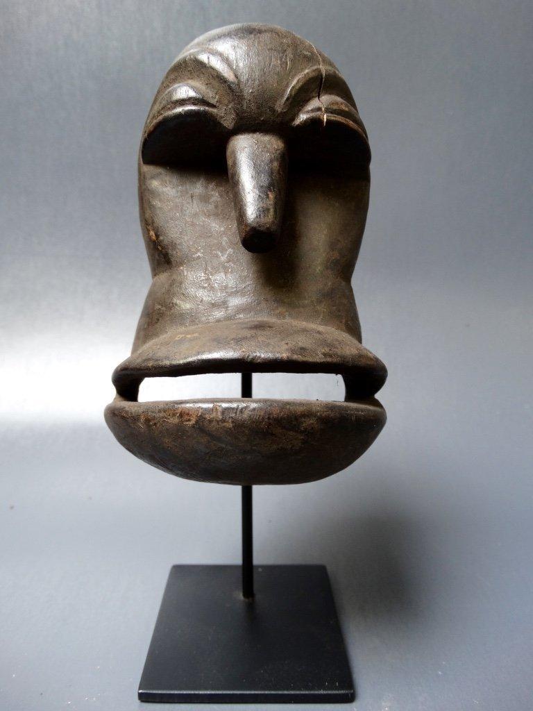 Hemba passport mask called mwisi gwa so'o,