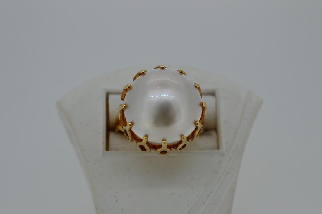 Ladies Mid-Century 14k Yellow Gold Mabe Pearl Ring