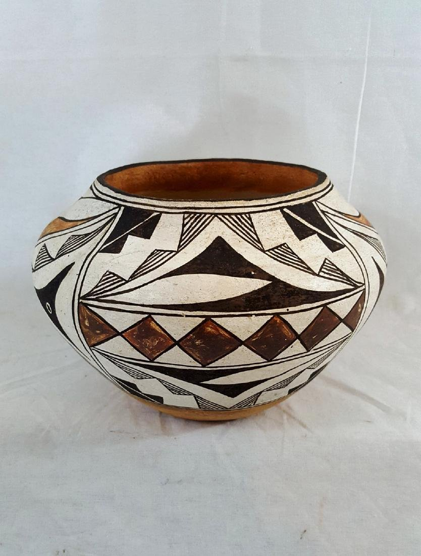 Acoma pueblo pottery jar ca 1940.