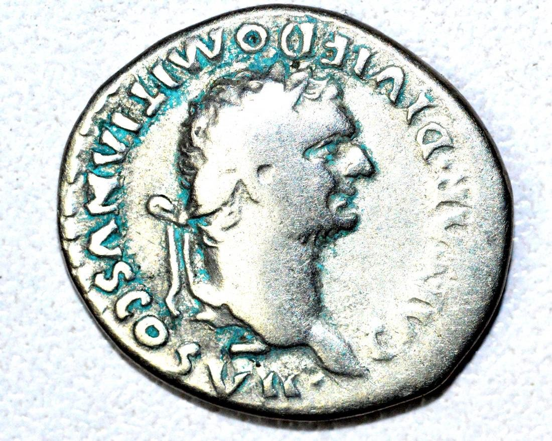 Roman AR Denarius of Dmitian, rv. Altar
