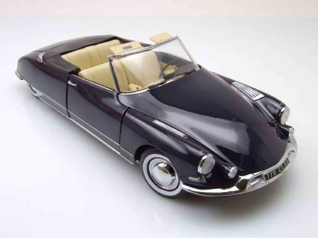 Norev Scale 1:18 Citroën DS 19 Cabriolet 1961 - 11