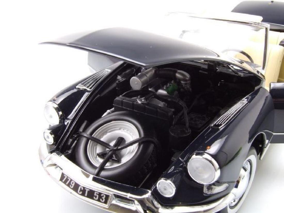 Norev Scale 1:18 Citroën DS 19 Cabriolet 1961 - 4