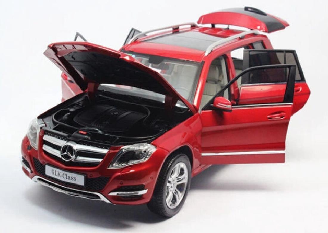 Welly GT Autos Scale 1:18 Mercedes-Benz GLK - 3