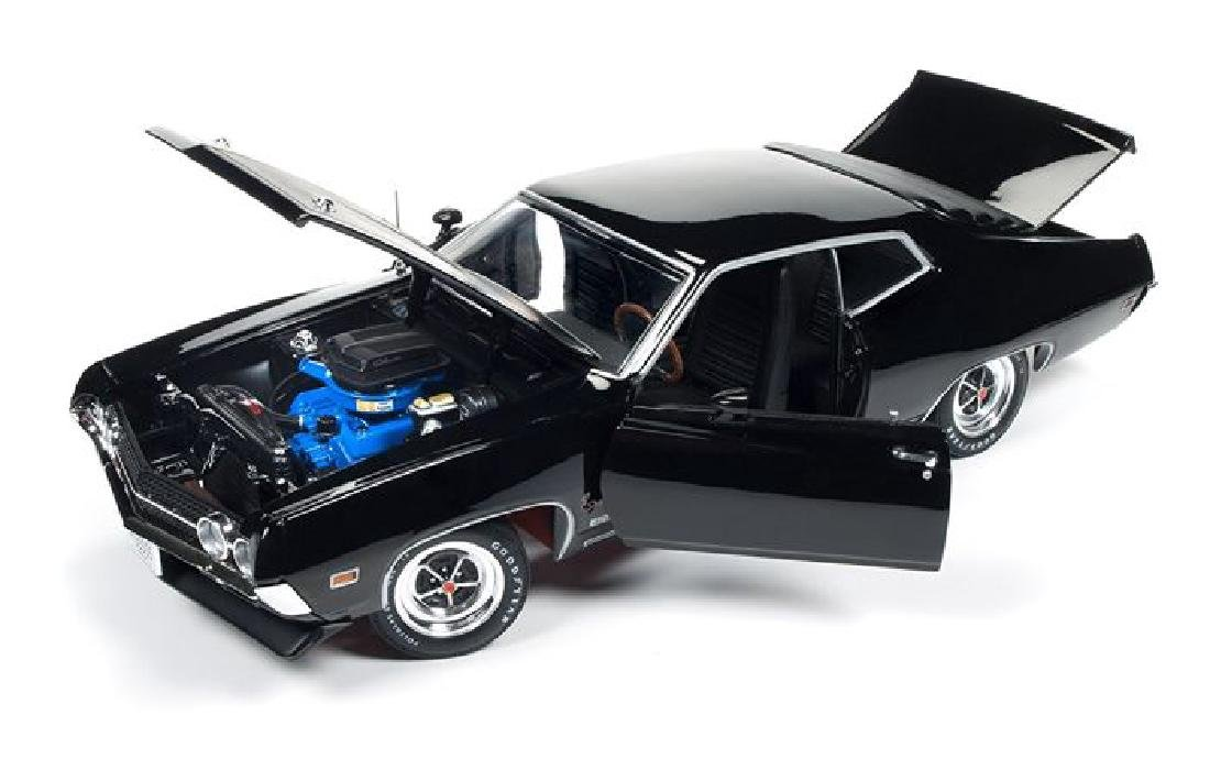 Auto World Scale 1:18 Ford Torino Cobra 1970 - 5