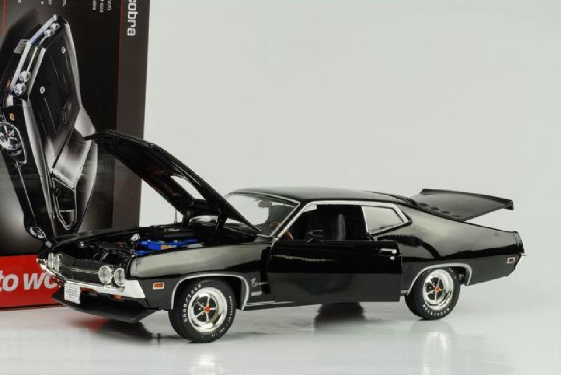 Auto World Scale 1:18 Ford Torino Cobra 1970 - 6