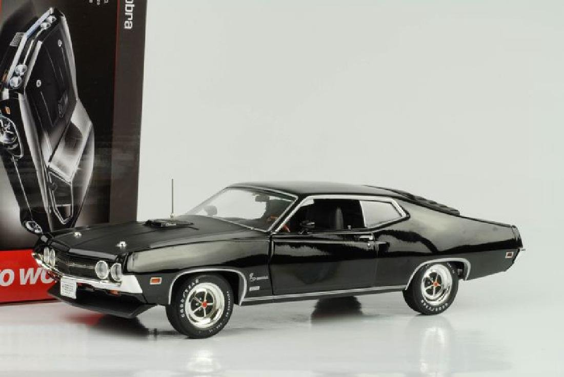 Auto World Scale 1:18 Ford Torino Cobra 1970 - 7