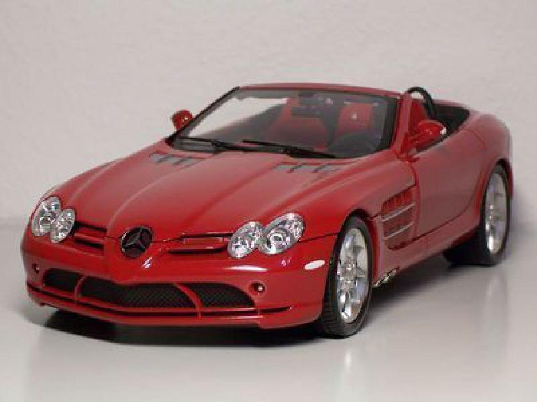 Minichamps Scale 1:18 Mercedes-Benz McLaren Roadster - 2