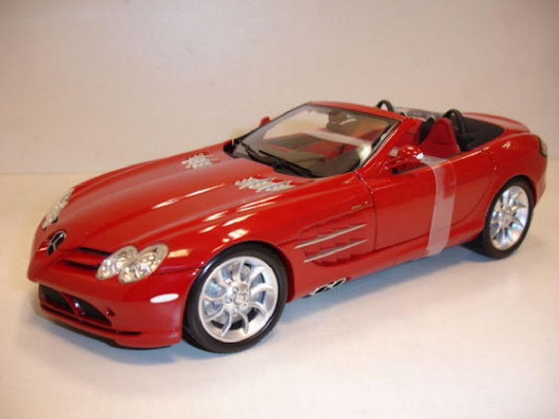 Minichamps Scale 1:18 Mercedes-Benz McLaren Roadster - 3