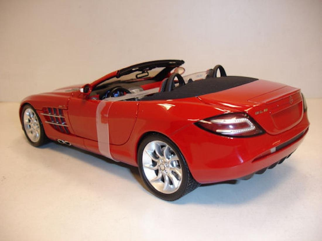 Minichamps Scale 1:18 Mercedes-Benz McLaren Roadster - 6