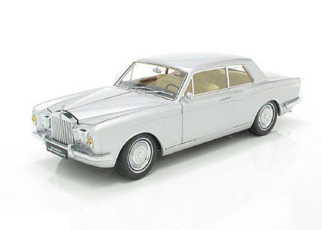 Paragon Models Scale 1:18 Rolls-Royce Silver Shadow - 3