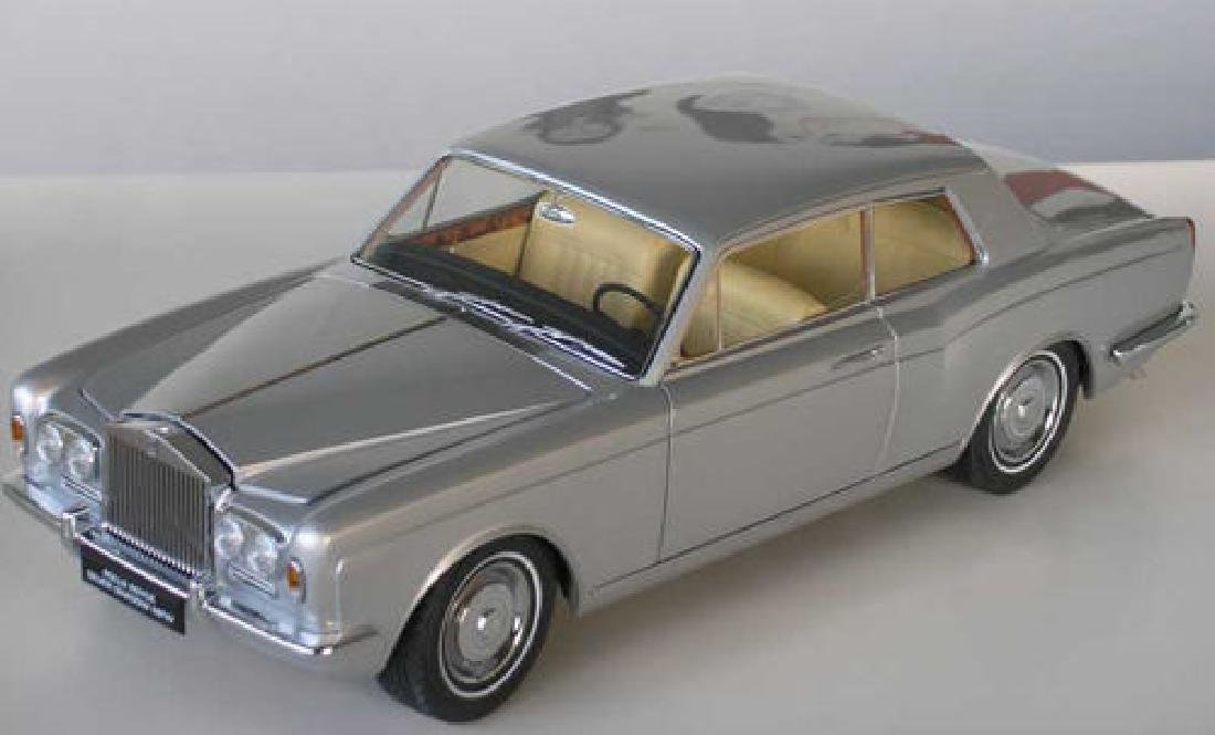 Paragon Models Scale 1:18 Rolls-Royce Silver Shadow - 4