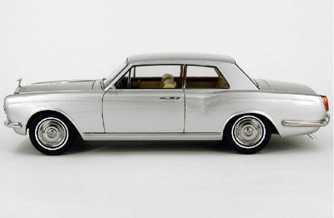 Paragon Models Scale 1:18 Rolls-Royce Silver Shadow - 5