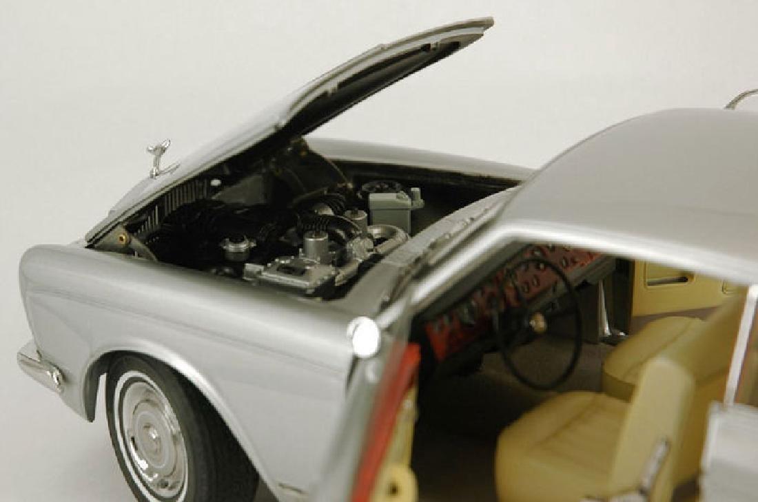 Paragon Models Scale 1:18 Rolls-Royce Silver Shadow - 8