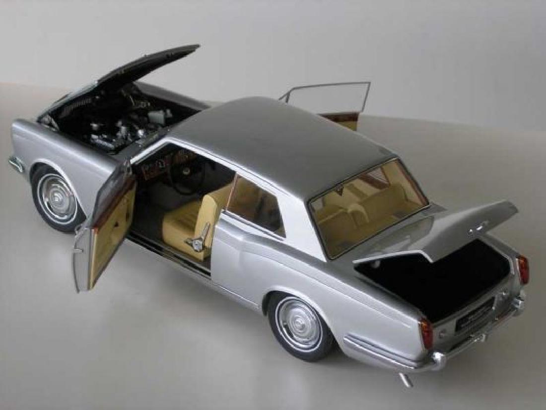 Paragon Models Scale 1:18 Rolls-Royce Silver Shadow - 9