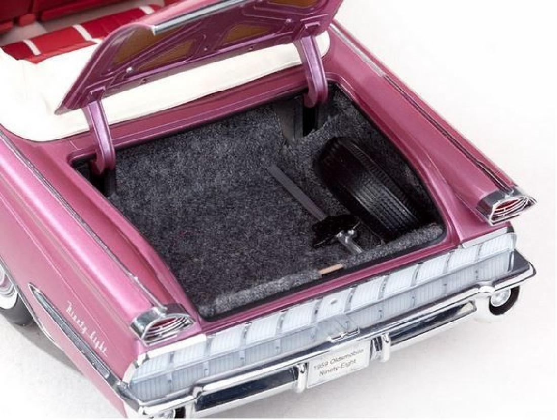 Sun Star Scale 1:18 Oldsmobile Open Convertible 1959 - 10